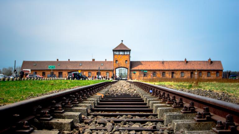 Полша даде заден ход по закона за Холокоста, отмени затвора