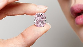 Огромният розов диамант, който постави рекорд