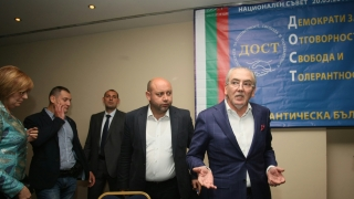Взривява се единството на нацията, предупредиха от ДОСТ
