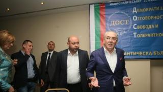 ДПС активисти ни тормозят, оплакват се хора на Лютви Местан