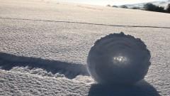 """Рядък феномен - снежни """"рула"""" в британско поле"""