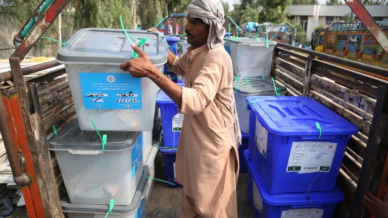 Предварителните данни от проведените вчера президентски избори в Афганистан показват
