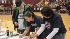 Бутиджидж изпреварва Сандърс на първичния вот в Айова