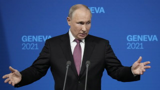 Путин променя темата и лукаво съчувства на САЩ, че не можели да се справят с безредието