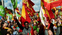 Ранени и арестувани при сблъсъци на сепаратисти и противниците им в Каталуния