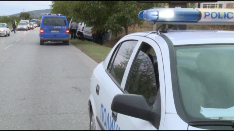 Шофьор на камион блъсна такси в София и избяга