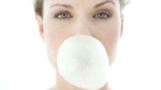 Незалепваща дъвка ще пази тротоарите