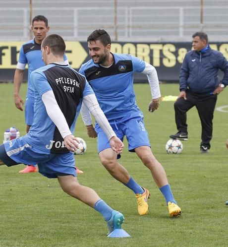 Лидер на Левски пропуска дербито с Лудогорец