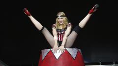 Синът на Мадона празнува рожден ден във... вулкан