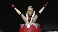 Мадона шокира на концерт (ВИДЕО)