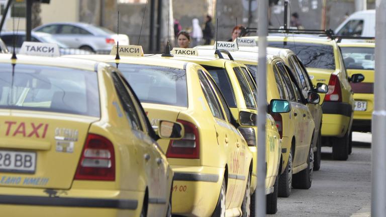 Такситата возят по-скъпо от 2 май