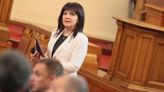 Караянчева настоя Нинова да си контролира депутатите