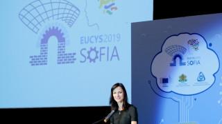 Мария Габриел: 90% от работните места вече изискват компютърни умения, нужни са програми за квалификация
