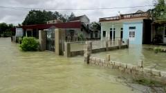 Десетки загинали и изчезнали след тежки наводнения и свлачища във Виетнам