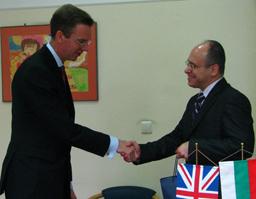 Великобритания обмисля достъпа до пазара на труда за българи