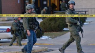 Двама души са ранени при стрелба в училище в щата Колорадо