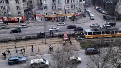 Катастрофа блокира трамвай 20 на столичен булевард