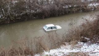 На шофьор му прилоша и падна с колата си в Русенски Лом
