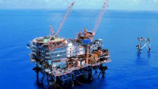 Цената на петрола се възстанови от силен спад под $60