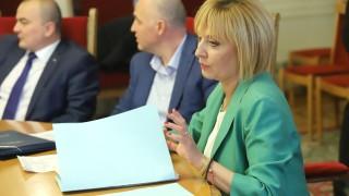 Манолова поиска двама от министрите да проверят фермата за норки на Градус