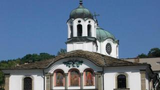 Алтернативният синод си поиска църквите