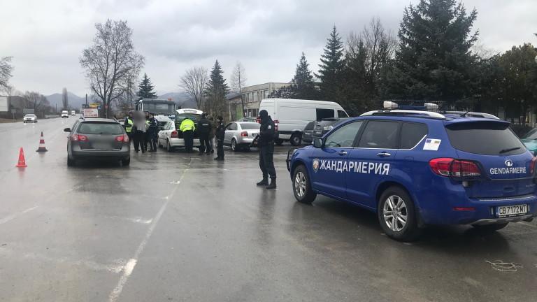 Арестуваха 13 рецидивисти при спецакция в Гоцеделчевско. Спецакцията е проведена