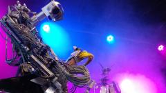 Музикална банда от роботи набира средства, за да си направи вокал
