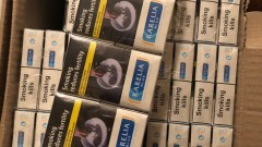 Задържаха 2 мъже за 600 000 къса незаконни цигари във Варна