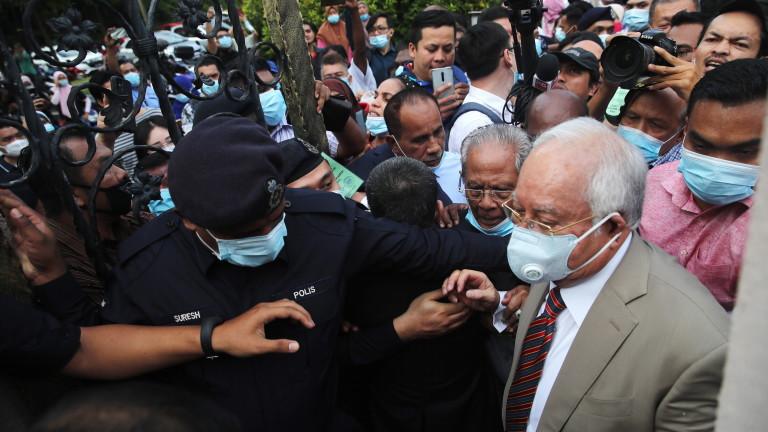 Бившият премиер на Малайзия Наджиб Разак е признат за виновен
