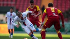 Георги Костадинов се оплаква от травма в коляното