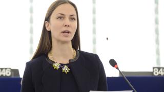 Ева Майдел: Спестяваме по 30 лева за паричен превод към Европа