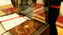 4000 се наредиха на опашка, за да видят Търновската конституция