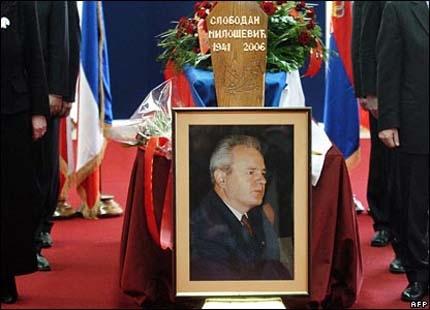 Оскверниха гроба на Милошевич
