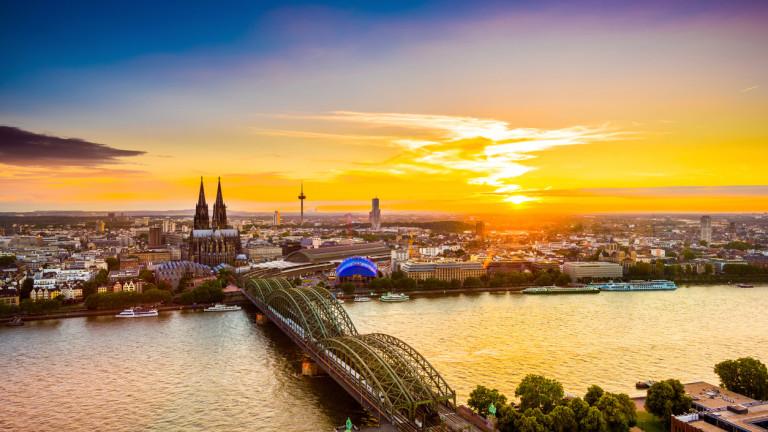 В типичен ден река Рейн в Германия е доста натоварена: