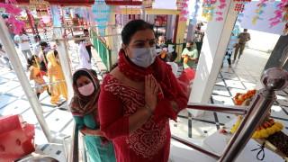 За първи път в историята си Индия изпада в рецесия
