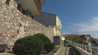 Събаряне грози Южната крепостна стена в Созопол