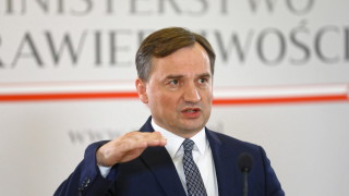 Полша не трябва да остава в ЕС на всяка цена, уверен министърът на правосъдието