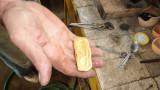 Жителите на Ливан започнаха да връщат към златото заради съсипаната банкова система