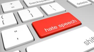 Франция налага солени глоби на платформи, ако не трият език на омразата до 24 часа