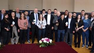 Министър Кралев награди №1 в борбата за 2018 година Тайбе Юсеин