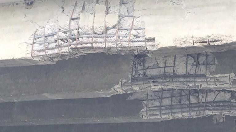 """Граждани притеснени, че """"Дъговият мост"""" в Русе се руши"""