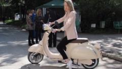 Българка представи първия електрически скутер у нас
