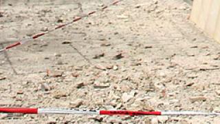 Жена от В. Търново пострада от паднали тухли и мазилка