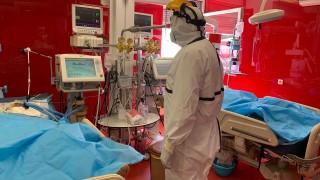 """Здравният министър влезе в COVID реанимацията на """"Пирогов"""""""