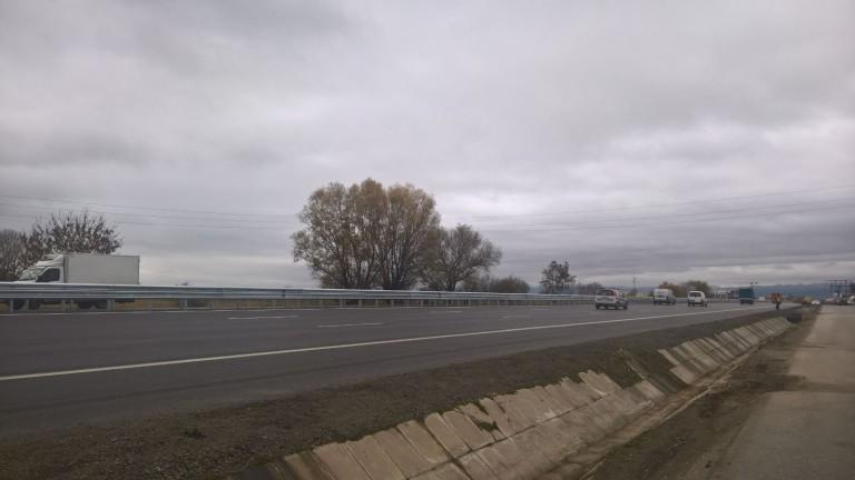 """Пътищата са проходими, ремонти по магистрала """"Тракия"""""""