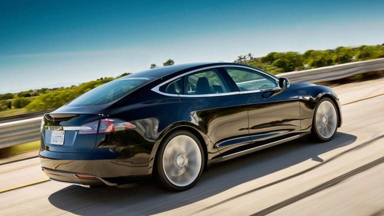 Tesla не планира да обновява скъпите си модели автомобили