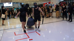 Демонстранти в Хонконг потрошиха метростанция