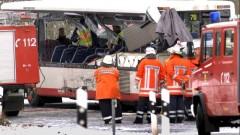 Училищен автобус се блъсна в сграда в Германия, десетки ранени