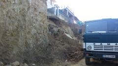 Разчистват свлачище, стигнало до село Палатиково