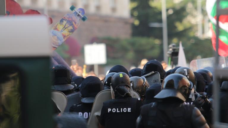 АЕЖ обвини полицията в незаконен арест и побой над журналист
